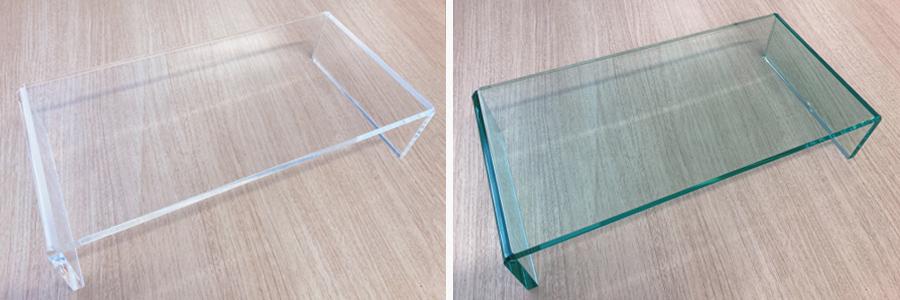透明とガラス色アクリルモニター台比較